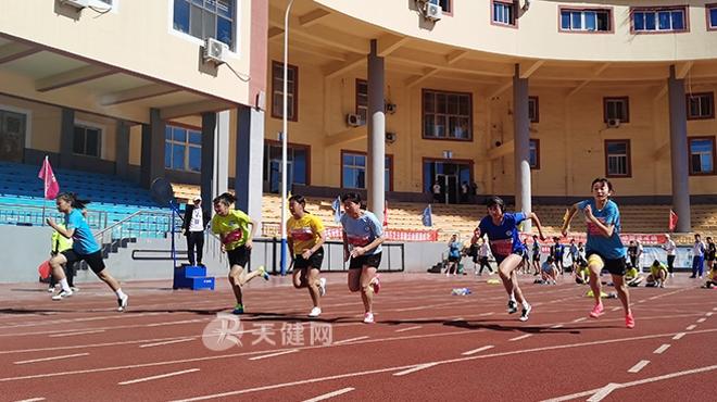 瓦房店市:奥林匹克日健身跑鸣枪起跑