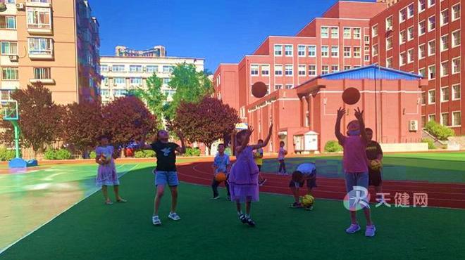 公办托管班开张!体育老师带孩子玩嗨啦!
